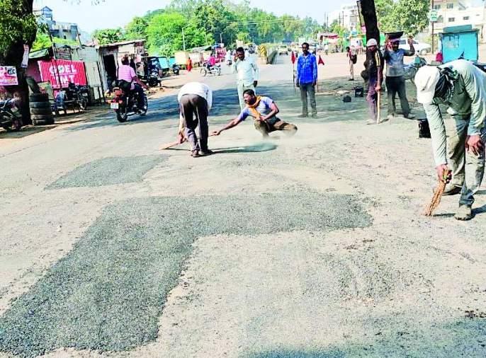 Road Trail; How much will it cost? | रस्त्याची चाळण; किती लावणार ठिगळं?