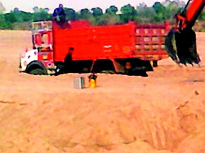 On the radar of sand smugglers | रेती तस्कर जिल्हाधिकाऱ्यांच्या रडारवर