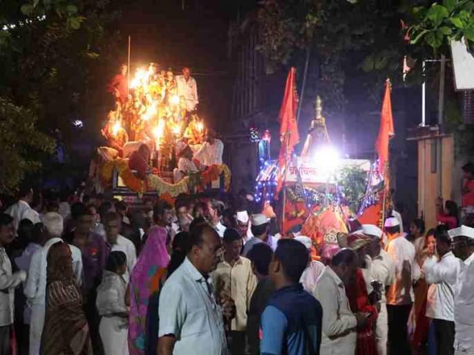 Deepavali's appearance in Baliram Peth for the reception of the procession | फुुनकं मिरवणुकीच्या स्वागतासाठी बळीराम पेठेत दीपावलीची प्रचिती