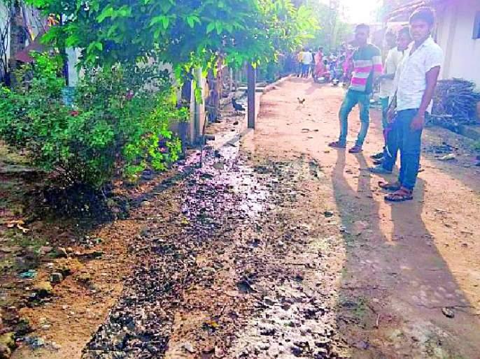 Neglected mud sludge for four years   चार वर्षांपासून गाळ उपशाकडे दुर्लक्ष