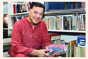 The loss of Girish Karnad leads to a great loss of literature and theater | गिरीश कर्नाड यांच्या निधनाने साहित्य, नाट्यक्षेत्राची मोठी हानी