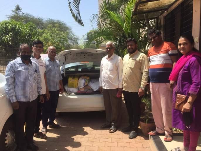 A resident of Hari Bhakti Dham also offers a helping hand to the needy | हरी भक्ती धामच्या रहिवाश्याचाही गरजूंना मदतीचा हात