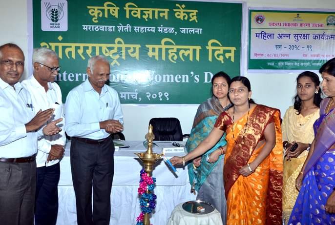 Women should be determined and face difficult situations   महिलांनी दृढनिश्चयी होऊन कठीण प्रसंगांना सामोरे जावे