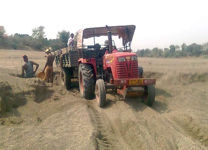 Government earns Rs 3 crore in two years due to illegal sand consumption | अवैध वाळू उपसामुळे दोन वर्षांत शासनाचे बुडले ६ कोटींचे उत्पन्न