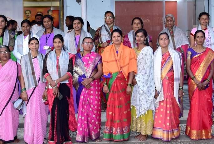 Women felicitated at Takli Vinchur | टाकळी विंचूर येथे महिलांचा सत्कार