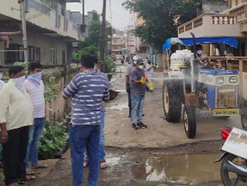 Five people from Shahada and Torkheda were hit by a corona | शहादा व तोरखेडा येथील पाच जणांना कोरोनाची बाधा