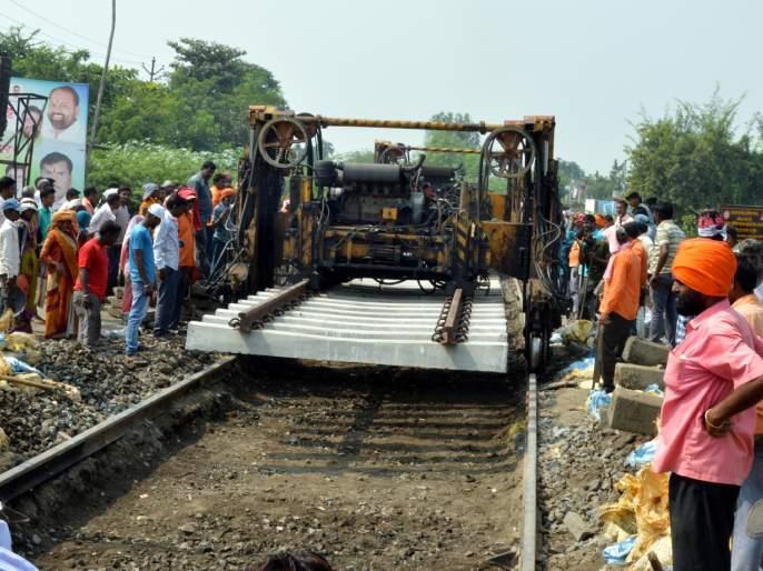Parbhani: Railway gates closed for five hours | परभणी : रेल्वे फाटक पाच तास बंद