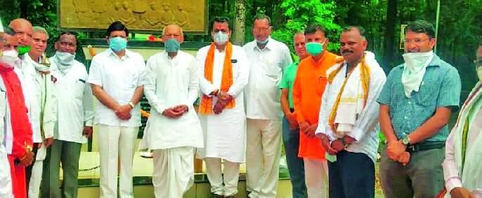 Pusad Forest Department pays homage to forest satyagrahis | पुसद वनविभागाची जंगल सत्याग्रहींना आदरांजली