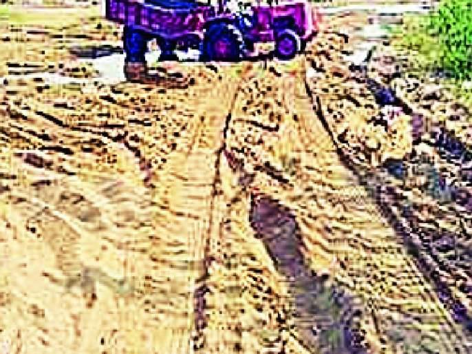 Sand smuggling increased from the outskirts of the Revenue Department | कळंब महसूल विभागाच्या हद्दीतून रेती तस्करी वाढली