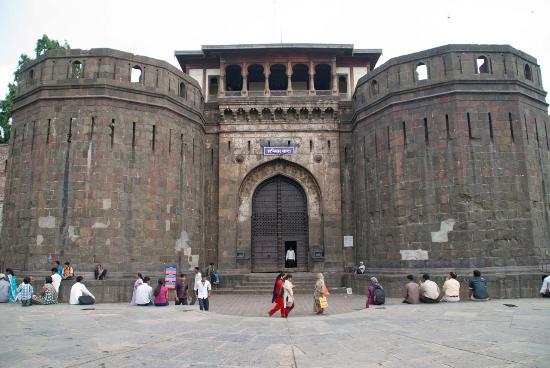 Rename the Shanivar Wada in Pune as 'Peshwa-Holkar Wada'; Demand for Dhangar community   पुण्यातील शनिवार वाड्याचं नाव बदलून 'पेशवे-होळकर वाडा' करा; धनगर समाजाची मागणी