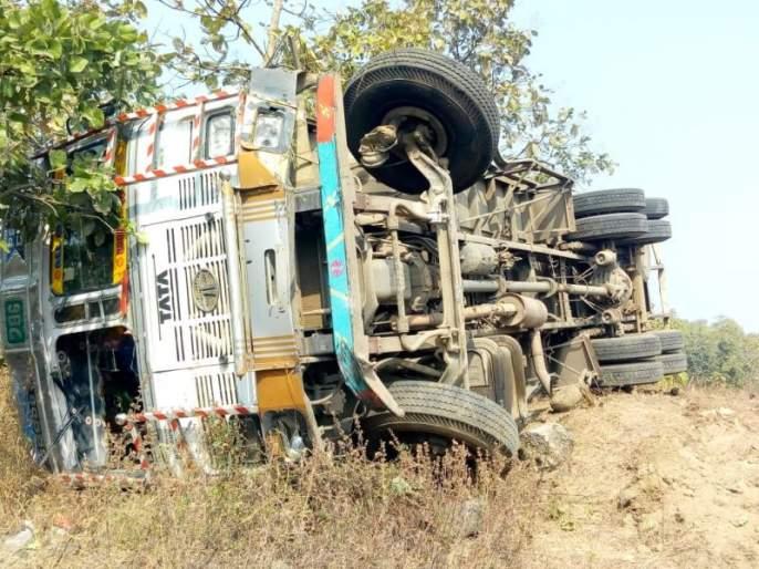 Container accident on Nagpur-Amravati highway; Driver killed | नागपूर-अमरावती महामार्गावर कंटेनरचा अपघात; ड्रायव्हर ठार