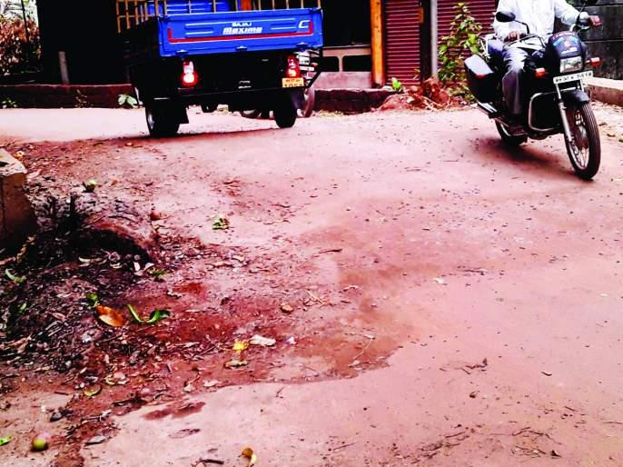 Administration responsible for water tumbling: Ganesh Bhogate | विरोध डावलून कुडाळात मोरीचे बांधकाम, पाणी तुंबल्यास प्रशासन जबाबदार : भोगटे