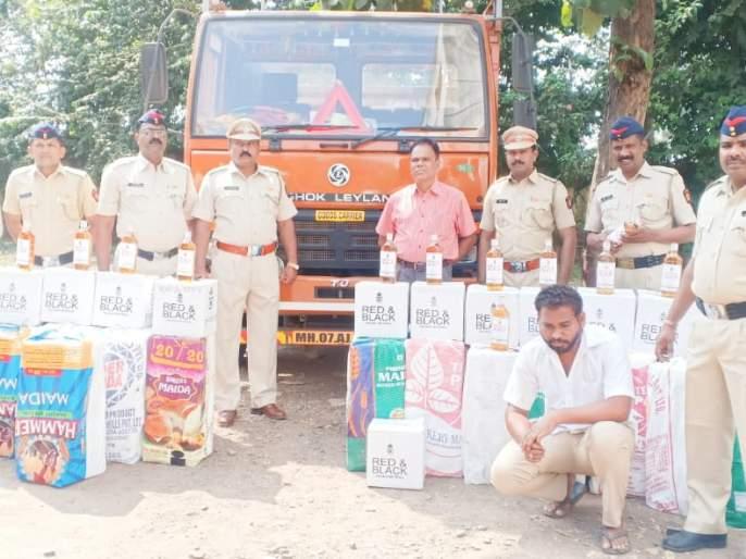 Truck seized with 1.5 lakh liquor   साडेदहा लाखांच्या मद्यसाठ्यासह ट्रक जप्त