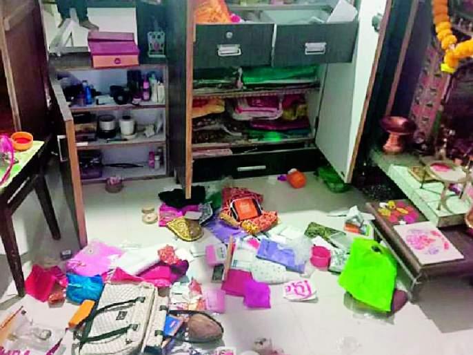 Three houses were razed in Anjangaon in one night | अंजनगावात एकाच रात्री तीन घरे फोडली