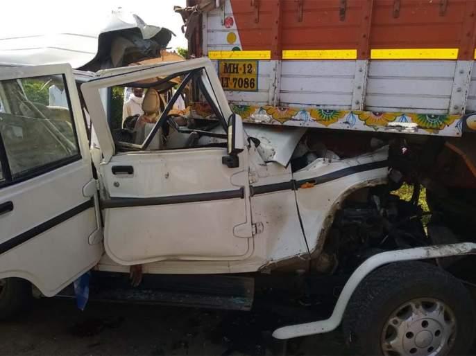 Eight people killed in road accident   अपघातात देवदर्शनासाठी जाणारे आठ जण ठार