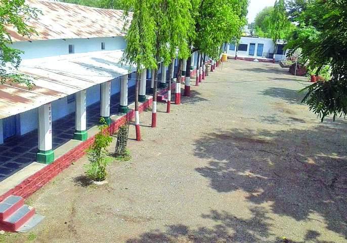 Two thousand Schools, colleges close in Buldana district! | बुलडाणा जिल्ह्यातील दोन हजारावर शाळा, महाविद्यालय बंद!