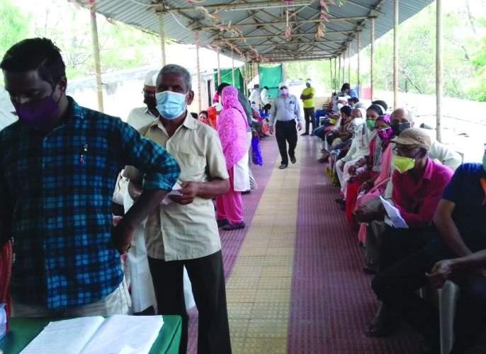 Vaccine shortage in Buldana district, number of closed centers not reveal | बुलडाणा जिल्ह्यात लसीचा तुटवडा, बंद केंद्राची संख्या गुलदस्त्यात