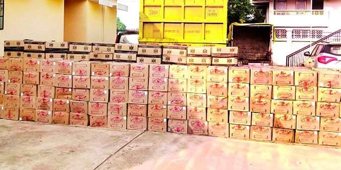 520 boxes of alcohol seized from ballast truck   गिट्टीच्या ट्रकमधून ५२० पेट्या दारु जप्त