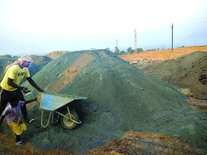Government projects stand on crush sand Reinforce the observance of the terms of the Governing Circular | क्रश सँडवरतीच उभा शासन प्रकल्पांचा डोलारा ! परिपत्रकातील अटींच्या पालनाने मजबुतीकरण