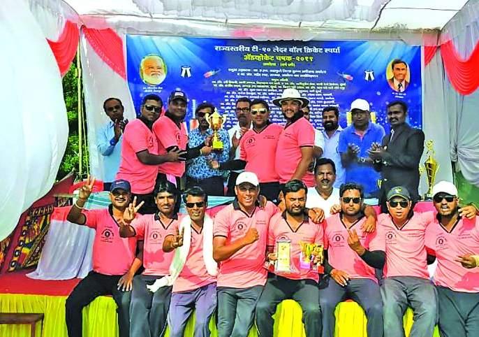 Advocate Cup Cricket Tournament: Akola 'A' Advocate Team ween | अॅडव्होकेट चषक क्रिकेट स्पर्धा :अकोला 'अ' वकील संघाला अजिंक्यपद