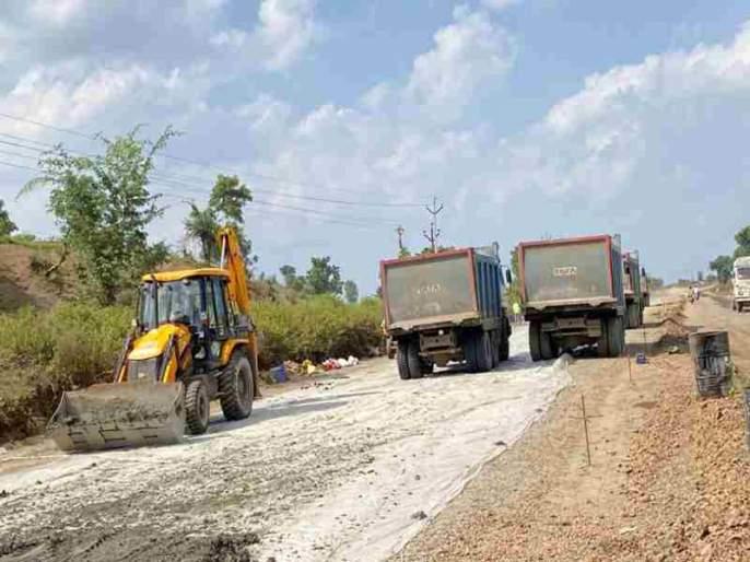 Accelerate road work after Gadkari pillar | गडकरींच्या तंबीनंतर रस्त्याच्या कामाला गती