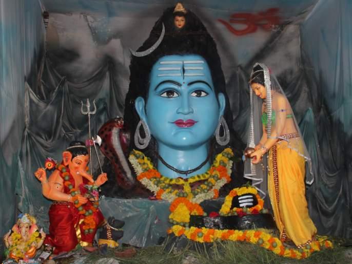 Artistic idol; Jalna residents impressed | कलात्मक मूर्ती; जालनेकर भारावले