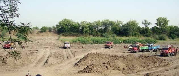 In Jalna district action against 161 people in ten months | जालना जिल्ह्यात दहा महिन्यांत १६१ जणांवर कारवाई