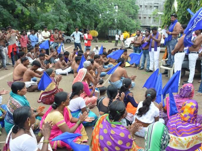 Parbhani: Bhima Tiger Army agitation demanding action | परभणी : कारवाईच्या मागणीसाठी भीम टायगर सेनेचे आंदोलन