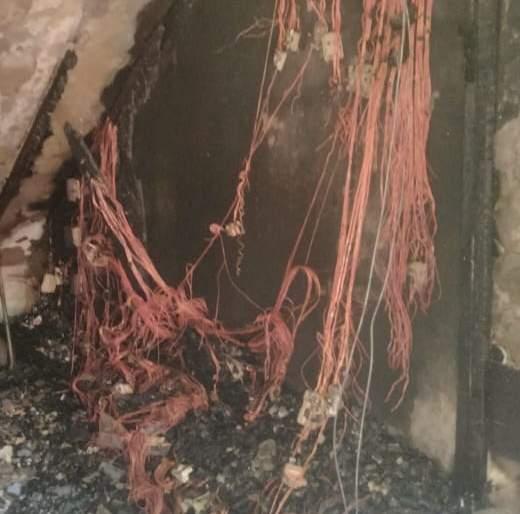 Fire at electricity meter box in Thane; Burn 25 to 30 meter box | ठाण्यात विद्युत मीटर बॉक्सला आग; २५ ते ३० मीटर बॉक्स जळून खाक