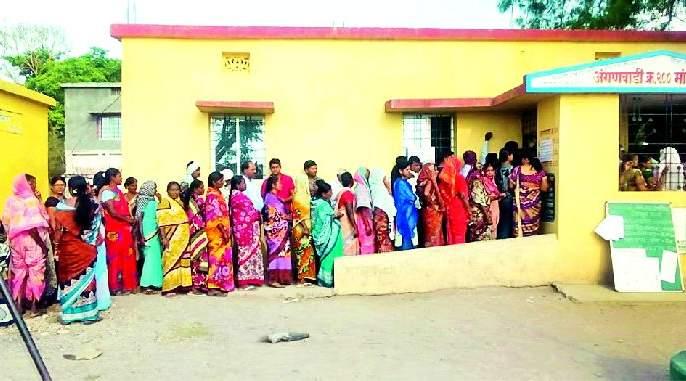 Lok Sabha Election 2019; The enthusiasm of women voters everywhere in the district | Lok Sabha Election 2019; जिल्ह्यात सर्वत्र महिला मतदारांचा प्रचंड उत्साह