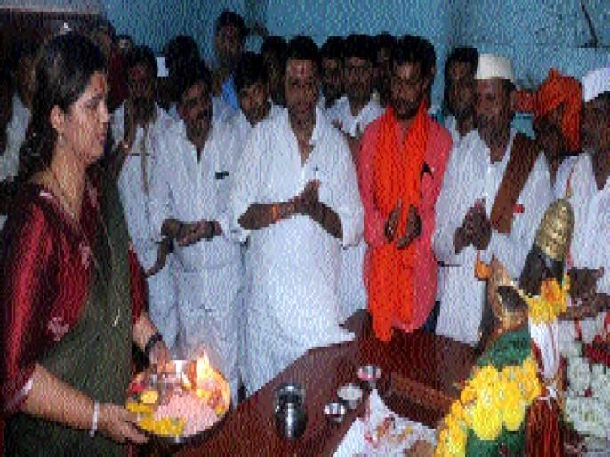 Munde-Sakharsagar collects on Narayanagad | मुंडे -क्षीरसागर नारायणगडावर एकत्र