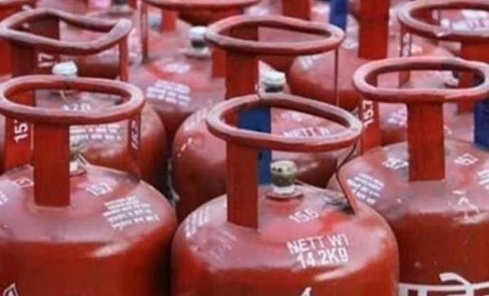 ... so the gas cylinder subsidy is not credited to the bank account! Gas distributor and petroleum company officiers claim | ...म्हणून गॅस सिलेंडरचे अनुदान आता तुमच्या बँक खात्यात जमा होत नाही!