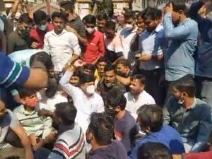 MPSC agitation: BJP MLA Gopichand Padalkar and 25 others charged in Pune | MPSC आंदोलन : पुण्यात भाजप आमदार गोपीचंद पडळकर यांच्यासह २५ जणांवर गुन्हा दाखल
