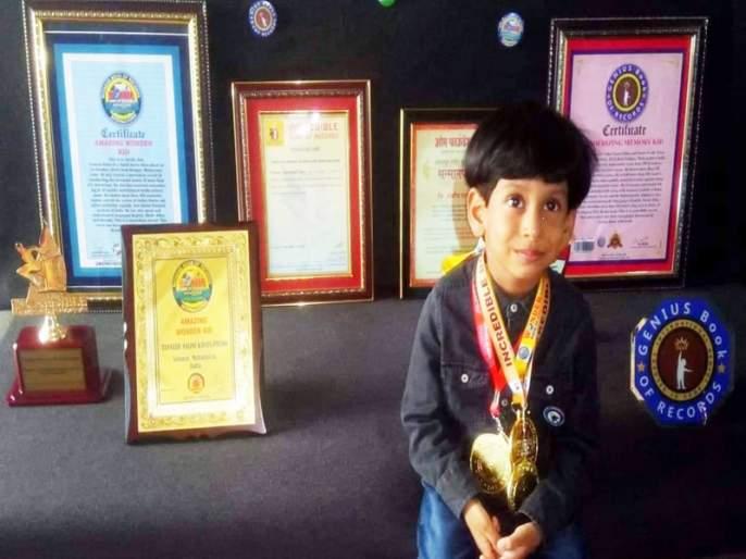 Two-and-a-half-year-old boy faces the capitals of two hundred countries   साडेतीन वर्षांच्या मुलाला दोनशे देशांच्या राजधान्या तोंडपाठ