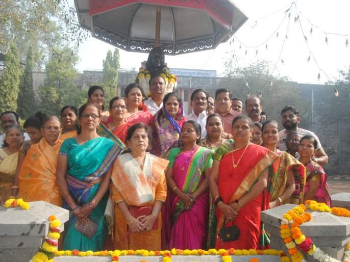 Kolhapur: Jagar of Rajmata Jijau's thoughts, lady's daughter-in-law rally | कोल्हापूर : राजमाता जिजाऊंच्या विचारांचा जागर, महिलाची दूचाकी रॅली