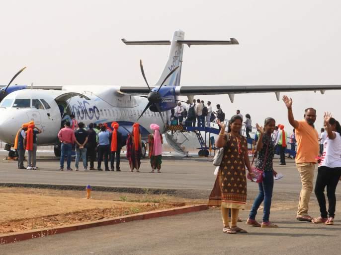 Kolhapur-Tirupati Airlines launches 'Joloshi' atmosphere | कोल्हापूर-तिरूपती विमानसेवेला 'जल्लोषी' वातावरणात प्रारंभ
