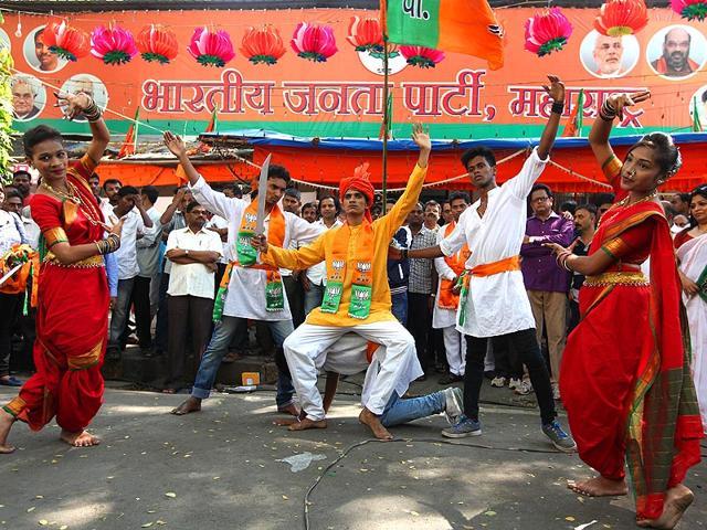 Maharashtra Election 2019: Preparation of victory celebration outside BJP office before the outcome | महाराष्ट्र निवडणूक २०१९: निकालापूर्वीच भाजपा कार्यालयाबाहेर विजयोत्सवाची तयारी; ५ हजार लाडू वाटणार