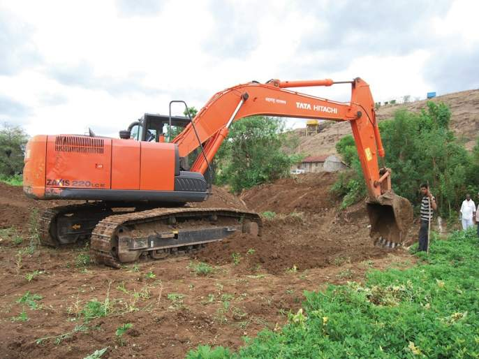Nilvanday canal dug continues | निळवंडेची कालवे खोदाई सुरू