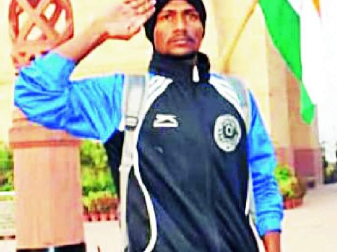 Delhi-Kargil 'tricolor' tour of target youngsters in Kundali | कांडलीतील ध्येयवेड्या युवकाची दिल्ली ते कारगील 'तिरंगा' दौड