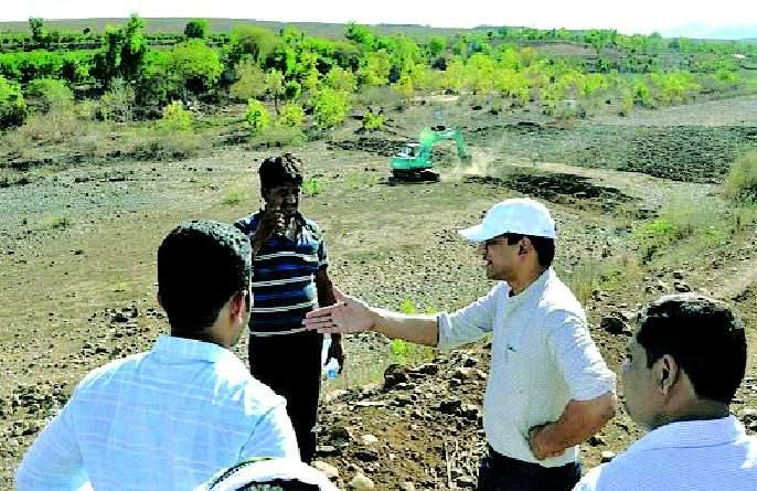 Use of river plowing in Achchalpur taluka for raising the water level | जलस्तर उंचविण्यासाठी अचलपूर तालुक्यात नदी नांगरण्याचा प्रयोग