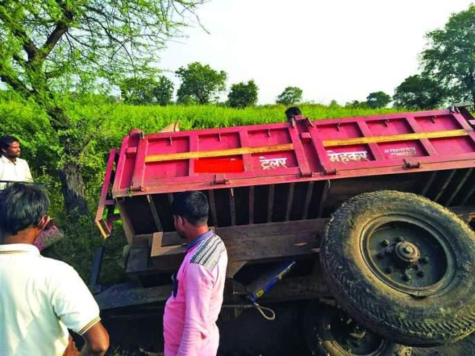 Rain stopped, farmers struggle remain   पाऊस थांबला, शेतकऱ्यांचा संघर्ष कायम!