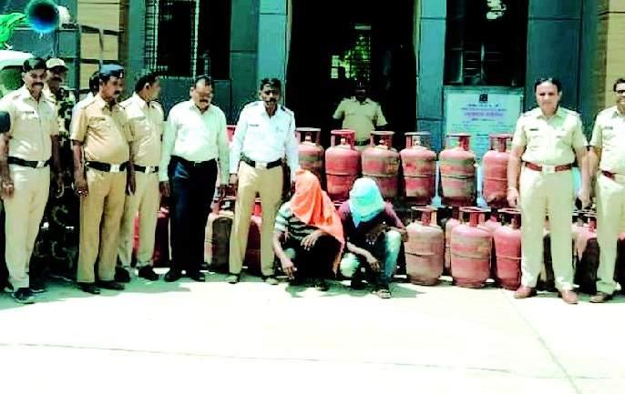 Illegal sale of cylinders, both arrested and arrested   सिलिंडरची अवैध विक्री, दोघांना अटक