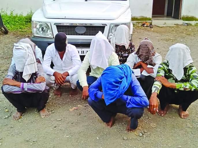 Raid on Gambling; Nine men were arrested, including two women | वरली अड्ड्यावर छापा; दोन महिलांसह नऊ जणाना अटक