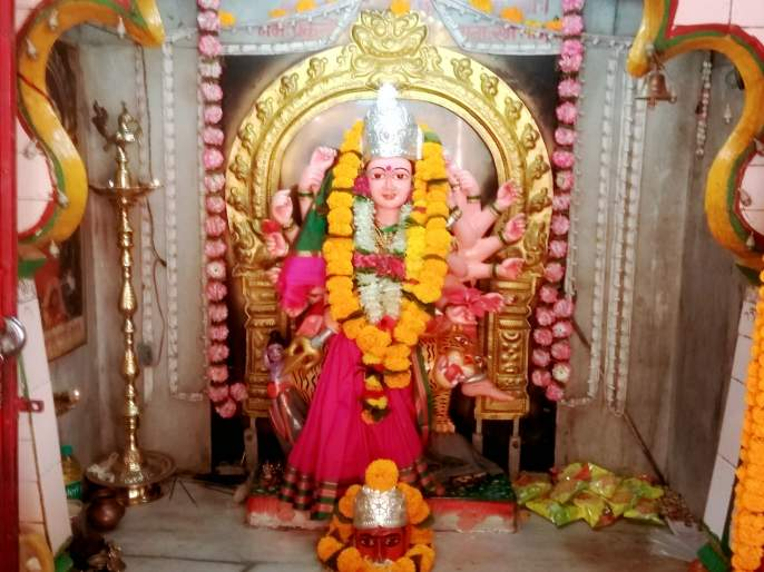 Devgava rush to see Mother Jagdamba | माता जगदंबाच्या दर्शनासाठी देवगावला गर्दी