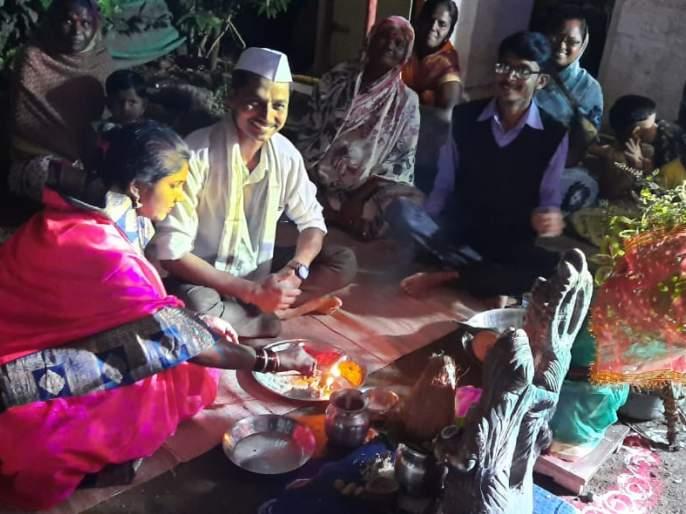Tulsi marry here in Deshmane | देशमाने येथे तुलसीविवाह उत्साहात
