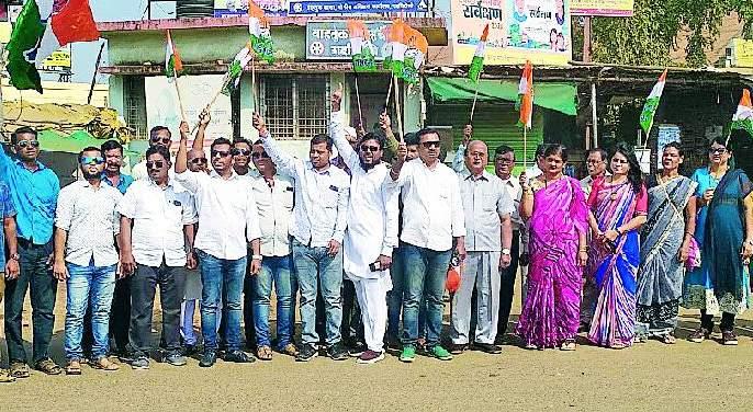 Congress protests in Gadchiroli | काँग्रेसची गडचिरोलीत निदर्शने