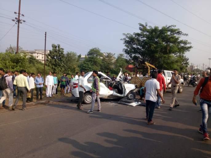 Two killed in heavy crash | भीषण अपघातात दोन ठार