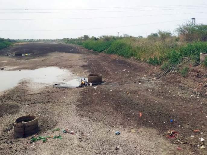 Dryness of water added to the problem of water scarcity   'दुधना'च्या कोरड्या पात्राने पाणीटंचाईची चिंता वाढली