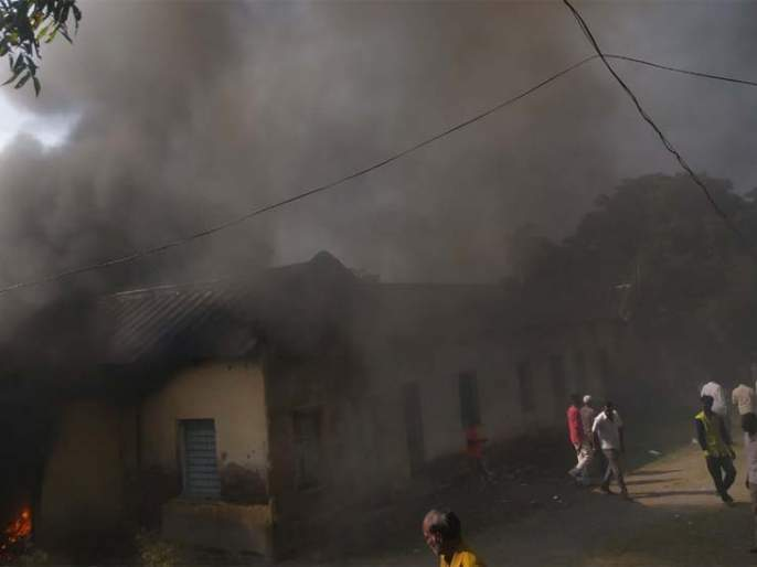 Acknowledged documents in the fire tahsil   आगीत तहसीलमधील निरोपयोगी कागदपत्रे खाक