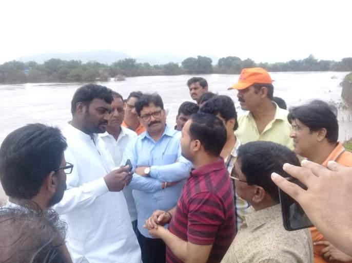The Cabinet will raise questions about the potato businessmen affected by the floods | पुरामुळे नुकसान : कुंभार व्यावसायिकांचे प्रश्न मंत्रिमंडळाच्या बैठकीत मांडणार : रवींद्र वायकर